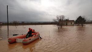 Şanlıurfa'da sel: Mahsur kalanlar botlarla kurtarıldı
