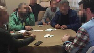 Koronavirüsü hiçe sayıp, kumar oynadılar