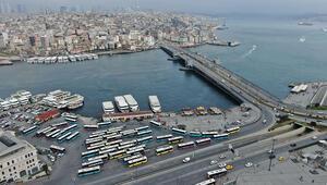 Duraklar, meydanlar boş kaldı...Eminönü ve Karaköyde son durum havadan fotoğraflandı