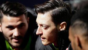 Mesut Özilden evde kalanlara Arsenal maçına davetiye