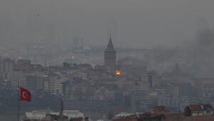 Son dakika... Beyoğlunda beş katlı iş hanının çatı katında yangın