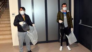 Koronavirüs nedeniyle evde otururken, kapıdan ayakkabıları çalındı