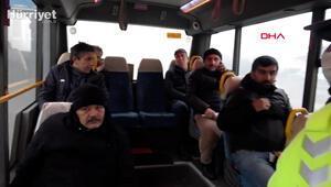 Ayakta yolcu taşıyan minibüsten sağlık görevlileri çıktı