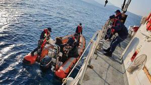 Yunan sahil güvenliğin Türk kara sularına bıraktığı 26 sığınmacı kurtarıldı