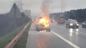 Ümraniye TEMde otomobil alev alev yandı