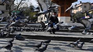 Osmangazi Belediyesi güvercinleri besledi