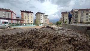 Osmaniyede dere taştı, sel suları mahalleyi bastı