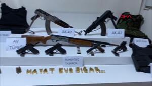 Beyoğlunda çatışan gruba operasyon: Kalaşnikoflar ele geçirildi
