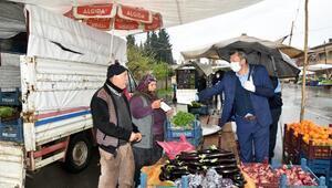 Türkoğlunda pazar esnafına maske ve eldiven dağıtıldı