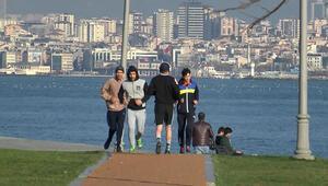 Güneş yüzünü gösterince sahile akın ettiler, zabıta ekipleri uzaklaştırdı