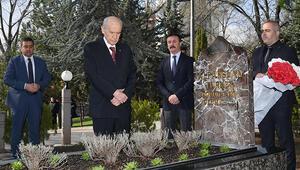 MHP lideri Bahçeli, Türkeşin mezarını ziyaret etti