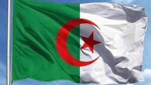 Cezayir'den 1635 Türk getirildi
