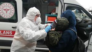 Metrobüs durağında hareketli anlar Hasta çocuklarıyla binmek istediler