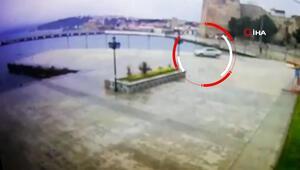 Sinopta otomobil denize böyle uçtu... Sürücü yüzerek kurtuldu