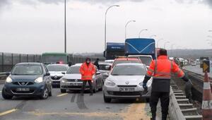 Büyükçekmecede TIR polis aracına çarptı: Yaralılar var  TEM bir süre kapandı