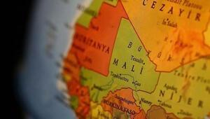 Malide askeri kampa yönelik saldırıda 22 asker hayatını kaybetti