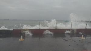 Tekirdağda fırtına nedeniyle çok sayıda gemi demir attı