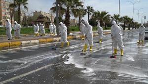 Şanlıurfa'da yollar yıkandı, 15 bin araç dezenfekte edildi