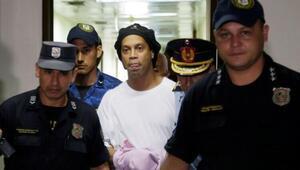 Ronaldinho'dan hapishanede ailesine videolu mesaj