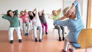 İleri yaşa yönelik sandalyede yoga