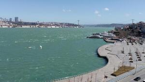 Son dakika haber... Fırtına İstanbul Boğazının rengini değiştirdi