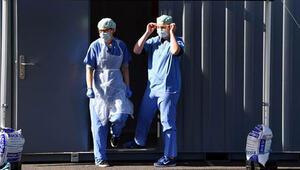 İngilterede Kovid-19dan hayatını kaybedenlerin sayısında rekor artış