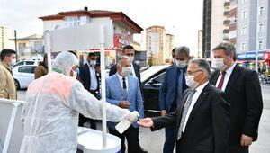 Başkan Büyükkılıç, semt pazarında incelemelerde bulundu