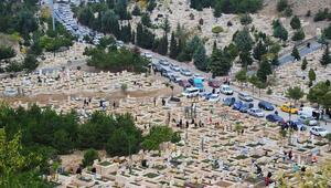 Mezarlıklar ziyarete kapalı