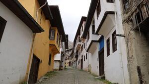 Antalyanın tarihi ilçesi Elmalı sessizliğe büründü