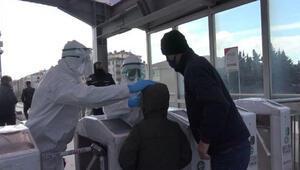 Hastaneye gidecek epilepsi hastası çocuk için metrobüs istasyonunda seferberlik