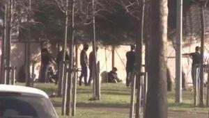Yasağa rağmen sokağa çıkan gençler güreş tutup, top oynadı