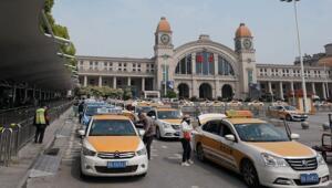 Vuhan'da toplu taşıma kullanan yolcu sayısında büyük artış