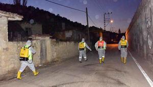 Bozüyükte karantinaya alınan mahalle dezenfekte edildi