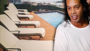 Bu nasıl ev hapsi Hapisten çıkan Ronaldinho...