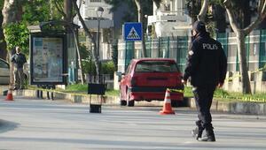 Plakasız park halindeki otomobil, polisi alarma geçirdi