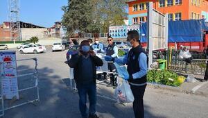 Niksarda esnaf ve vatandaşlara koruyucu maske dağıtıldı