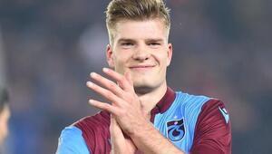 Trabzonsporun golcü oyuncusu Sörloth, yemek yaparak Evde kal çağrısında bulundu