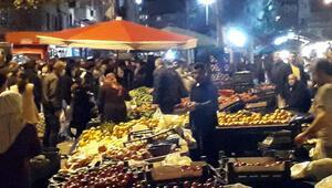 Gece pazarı kuruldu, sosyal mesafe akıllara bile gelmedi