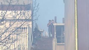 Yangını izlemek için çatılara çıktılar