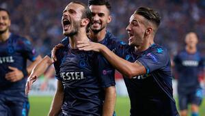 Trabzonsporlu futbolcu Serkan Asan, yemek yaparak evde kal çağrısında bulundu