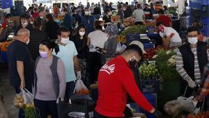 Yasak bitti vatandaş pazara koştu Dikkat çeken görüntü
