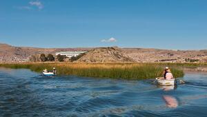 Güney Amerikanın en büyük tatlı su gölü: Titikaka