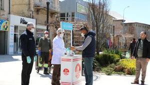 Bor Belediyesi vatandaşlara maske dağıttı