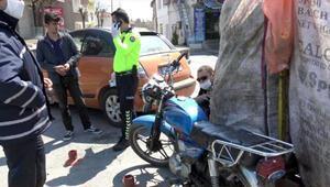 Kasksız, plakasız, ehliyetsiz motosikletle atık toplayan Suriyeli'ye 3 bin 833 TL ceza