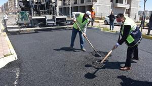 Diyarbakırın caddeleri sosyal mesafeyle asfaltlanıyor