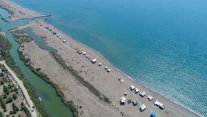 Koronavirüs nedeniyle sahildeki çardaklar boş kaldı