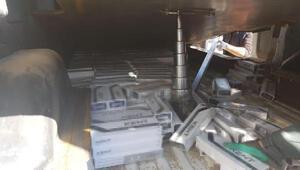Sigara kaçakçılığı için minibüse damperli düzenek kurmuş