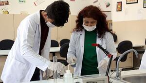 Lisede seri dezenfektan üretimine geçildi