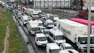 Son dakika haberler: TEM bağlantı yolunda kaza Kilometrelerce kuyruk oluştu...