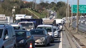 Seyrantepe TEMde zincirleme kaza trafiğe neden oldu